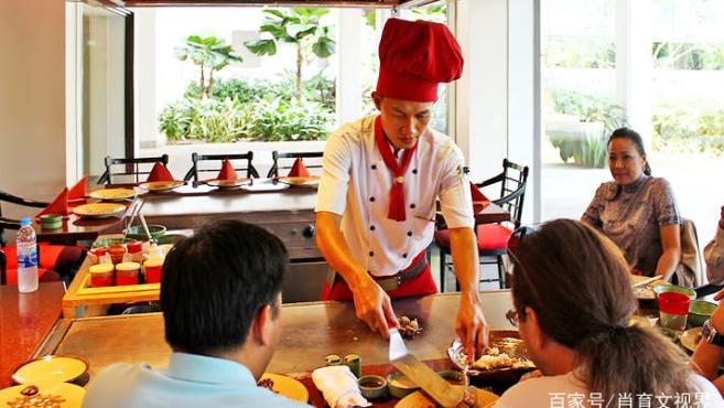湄南河有泰国曼谷最美的景色,可以在餐厅边品尝美食边欣赏美景