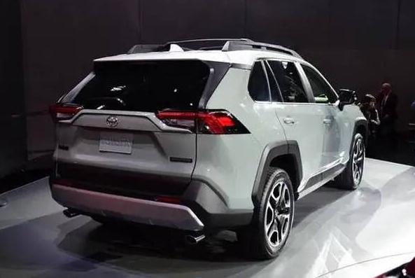丰田推出新款汽车,比普拉多更加霸气,号称10年还不坏