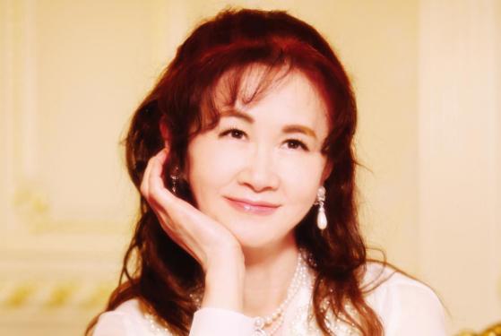 邓丽君翻唱过她的歌,王菲改编过她的歌,一生都在创作却至今单身