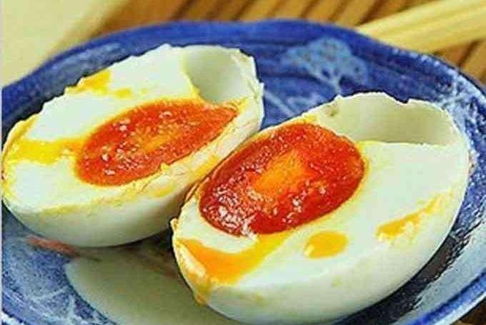 为什么腌的咸鸭蛋都不起沙?大厨:不要只会加盐,试试多加这一步