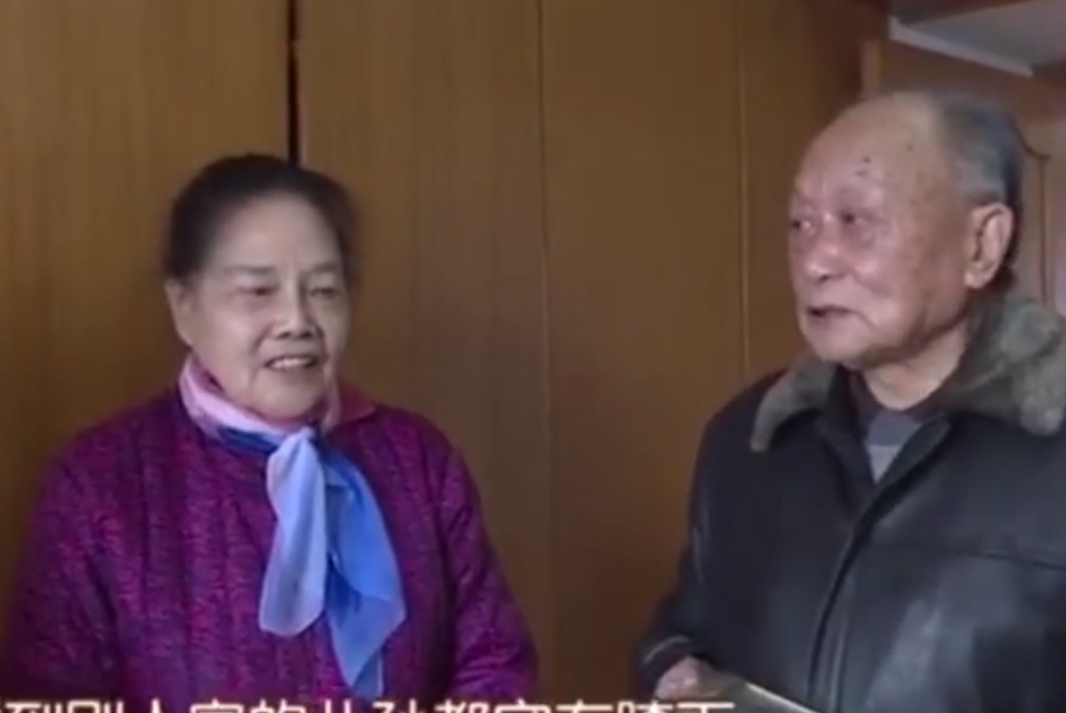 夫妻培养出两个博士儿子,都在国外工作很有本事,却自称孤独老人