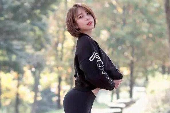 热辣时尚的打底裤美女,网友:秀出女人的青春浪漫