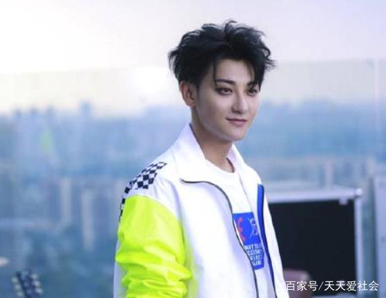 一组黄子韬的照片:这个来自青岛的帅哥,你们喜欢他吗?
