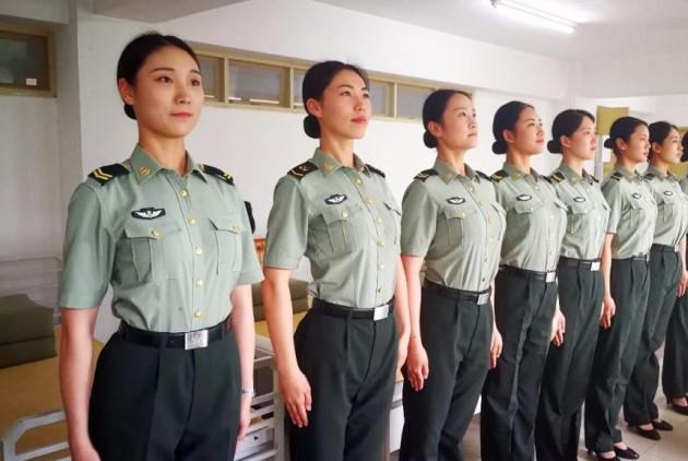 """部队搞特殊?女兵每月要比男兵多100元""""卫生费""""?原因令人暖心"""