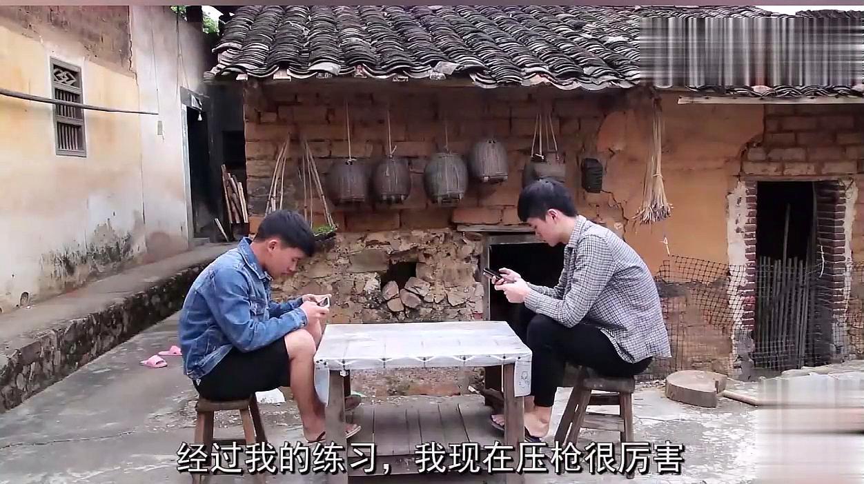 搞笑视频:儿子发工资有钱任性,妈妈:懒得岂有此理