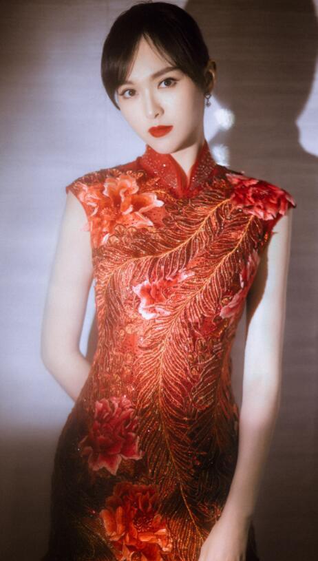 """50岁许晴""""旗袍杀""""是网友的终极目标,柳岩穿旗袍竟变如此高调?"""