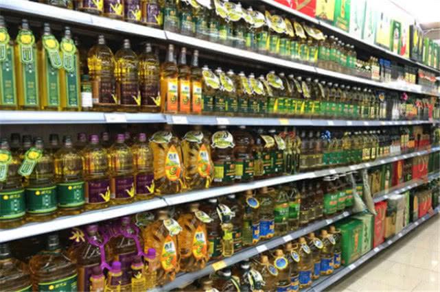 """超市里有些食用油,超大一瓶只要30元?其中的""""猫腻""""让人愣住图片"""