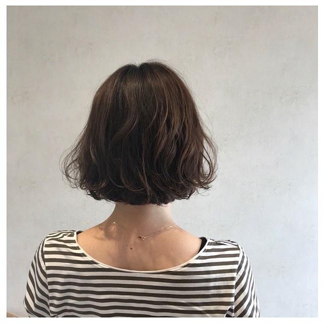 今年流行微卷发,发型师说长发短发烫了都好看图片