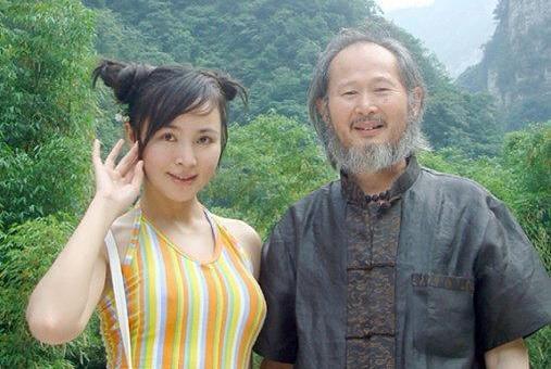 为艺术献身!23岁女儿为画家父亲做裸模,被批违背伦理