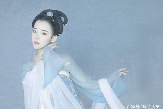 李白最经典的一首七绝,白居易却认为输给小诗人,苏轼写诗痛骂!