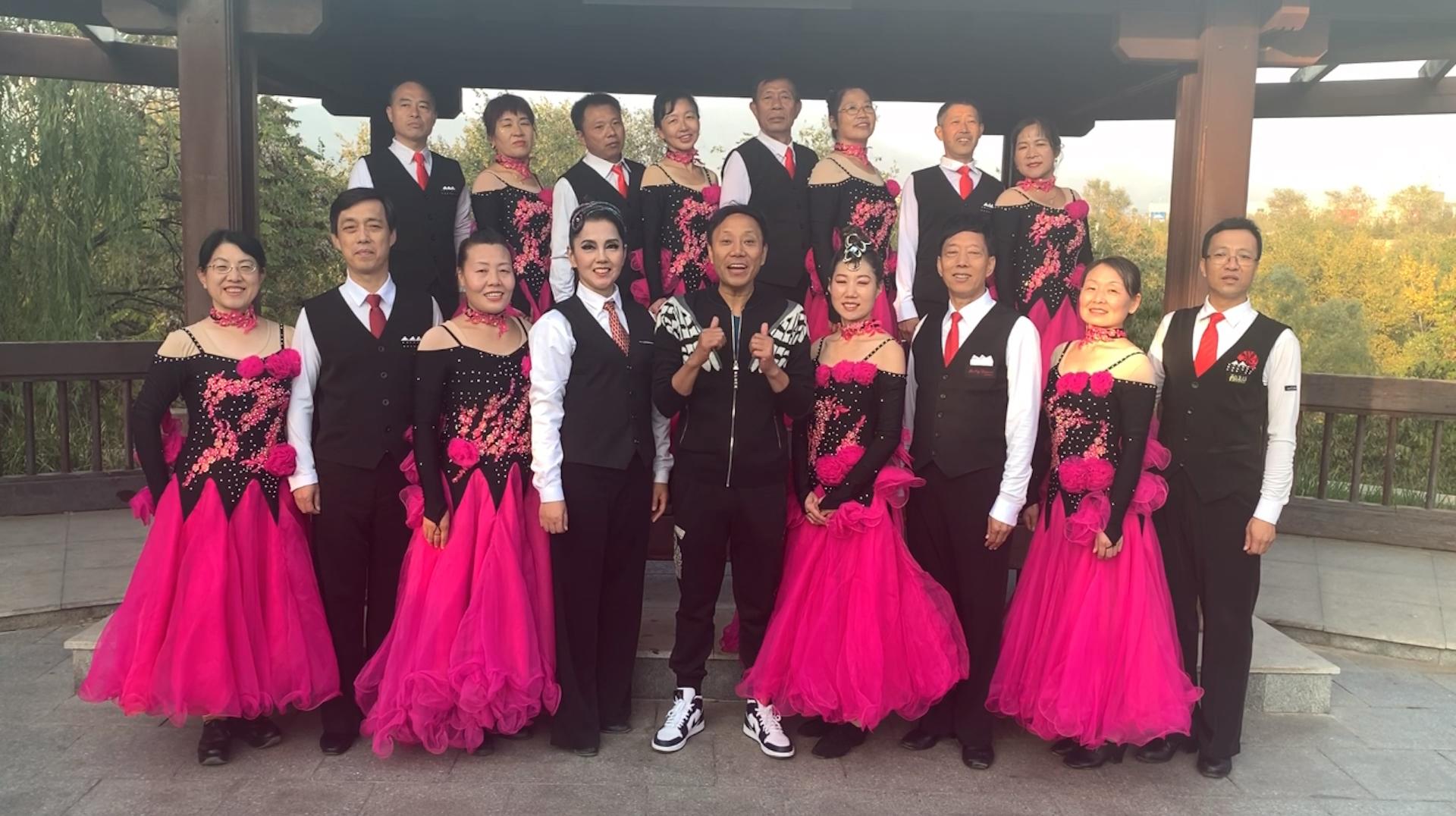 杨艺推荐北京石景山区众人行交谊舞培训中心表演伦巴《罐舞》
