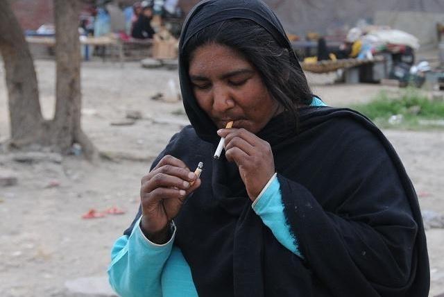 """戒不了烟的人福利:只要保持这2处""""干净"""",不用戒烟可能也长寿"""