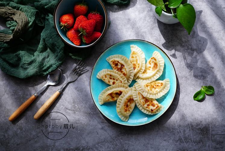 几张饺子皮2根香蕉,教你做好吃的小甜点,没有烤箱也能做!