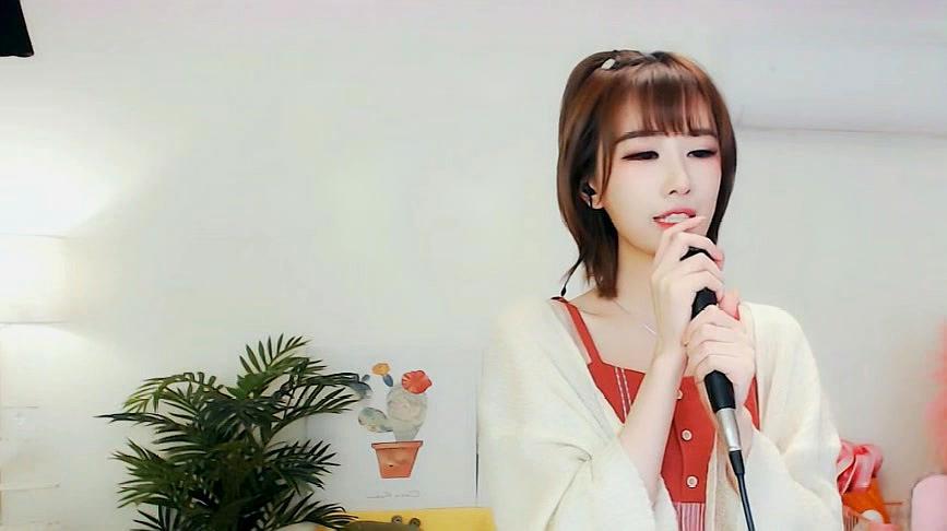 治愈系小姐姐田子晴翻唱《绿色》歌声清脆甜美,太动听了