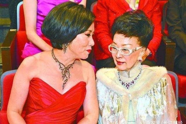香港富三代美女,家族在铜锣湾坐拥十余栋大厦,真实资产或超千亿