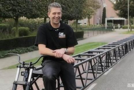 世界上最长的自行车,长42米可供20个人骑行,交警让上路吗?