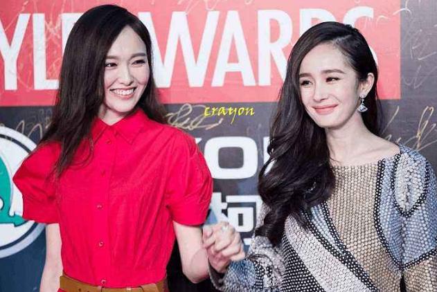 唐嫣杨幂同台录制春晚,被问对杨幂离婚的看法,唐嫣的回答很温馨