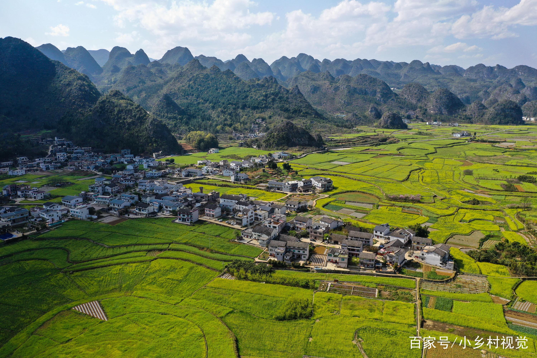 航拍贵州省黔西南布依族苗族自治州兴义市万峰林田园景色.