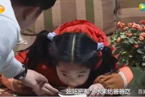 因为独占蛋糕,4岁女孩被家人孤立:这个年纪,千万别逼孩子分享