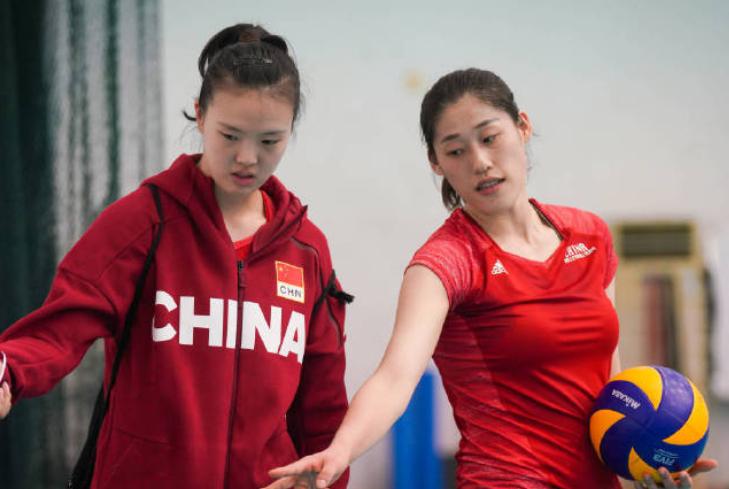 中国女排迎1利好消息,张常宁龚翔宇归队,腿上笨重护膝不见了!
