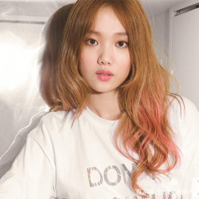 李圣经 ,1990年8月10日出生于韩国,韩国女演员,模特 李圣经荧光短裙