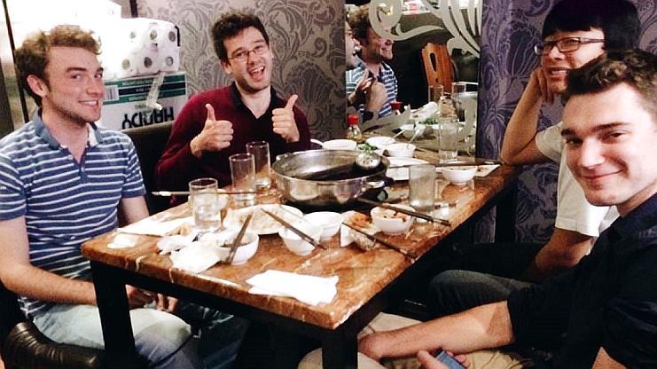 """法國游客來中國品嘗美食,回國后""""告誡""""朋友:別在中國喝酒!"""