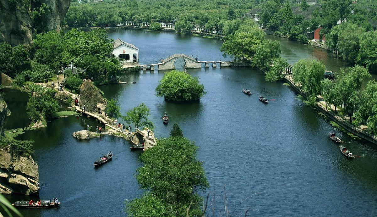 除了紹興東湖風景區,鄭州環翠峪風景區,風景很秀麗的