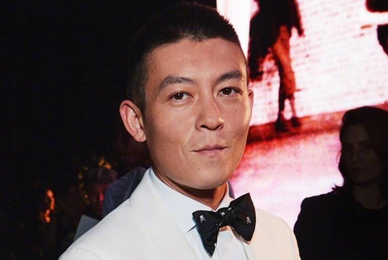 刘嘉玲晒与陈冠希亲密合照,一个动作表露出两人纯洁的朋友关系