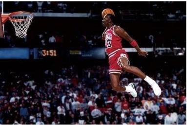 NBA扣篮大赛经典:乔丹罚球线漫步飞扣,卡特逆向360度大风车扣篮