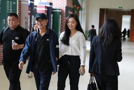 李连杰和甄子丹都不让女儿学功夫,只有他把闺女培养成了武术明星
