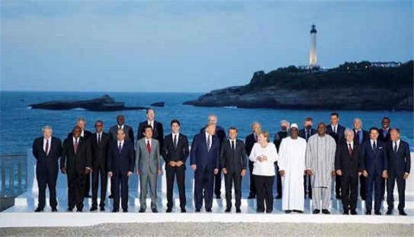 """G7峰会""""全家福""""公布,英国首相鲍里斯寒风中孤独""""镶边"""""""