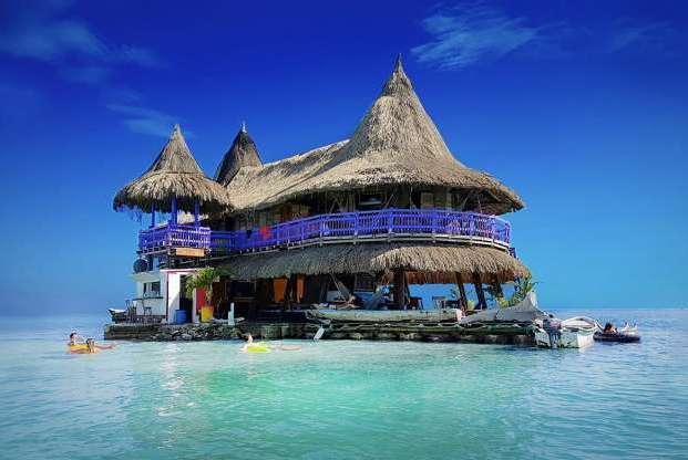 世界上令人非常向往的浮动酒店,平静的滑翔在清澈的海面上