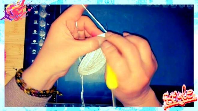 燕子手工:编织女宝宝鞋子之爱心小人字拖儿