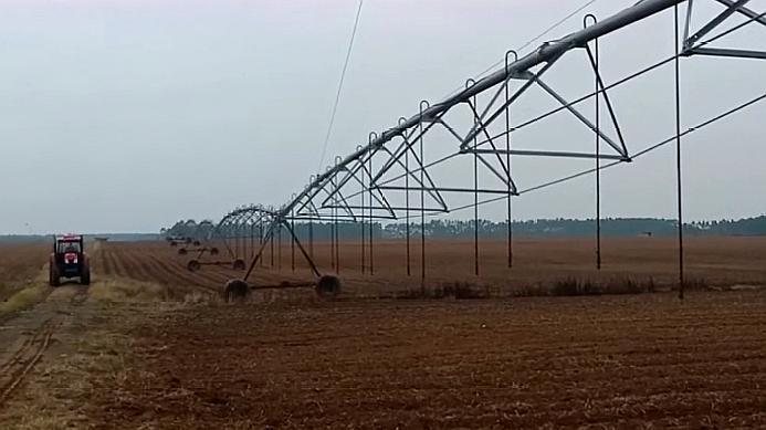 农民承包几千亩地,怎么管理除草杀虫呢?有这个设备就够了!