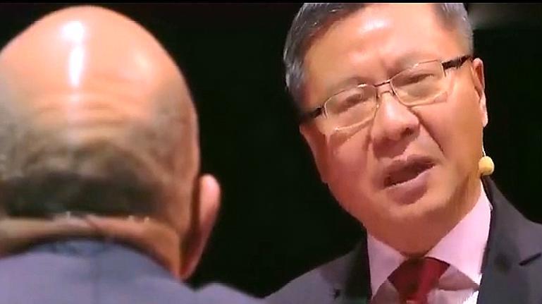 张维为在外与各国学者辩论,说的有理有据,真是骄傲
