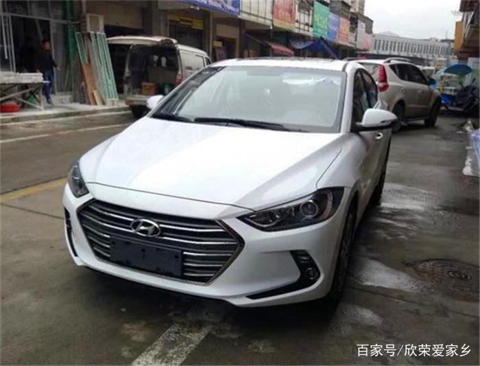 白色北京现代领动:发动机噪音比较小,轻轻一踩推背感立马就来,用着