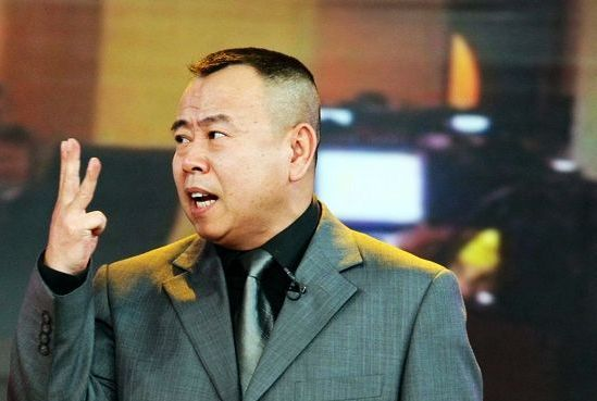 潘长江因不认识蔡徐坤,微博遭到怒怼,二度围攻后被批倚老卖老