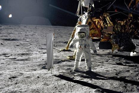 月球的温度又低又极端,宇航员是如何度过的?答案你不会想到