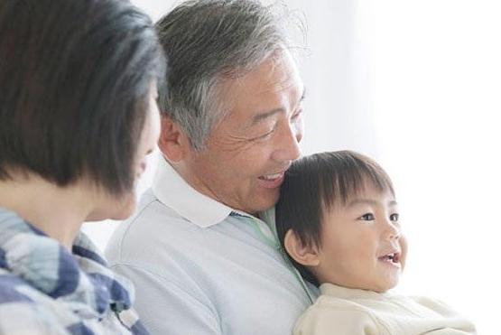 祖父母为何几乎帮子女分担了超过一半的育儿责任,外国人如何看待