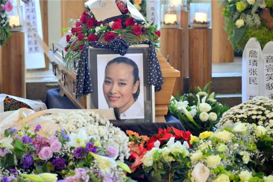 那就是她因为癌症病逝在杜塞多夫,终年56岁,据悉索宝莉在去世之前有一