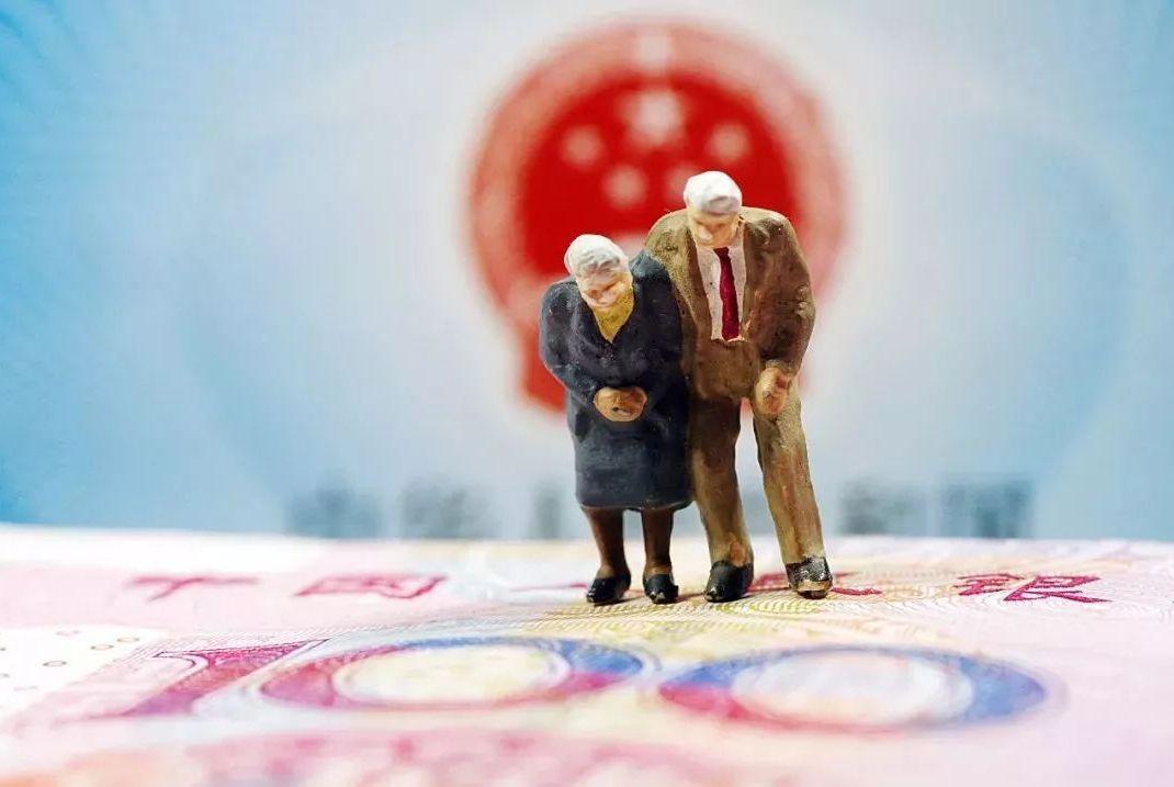 """企业退休和机关事业退休后""""养老金""""不同,竟然与""""工龄""""有关!"""