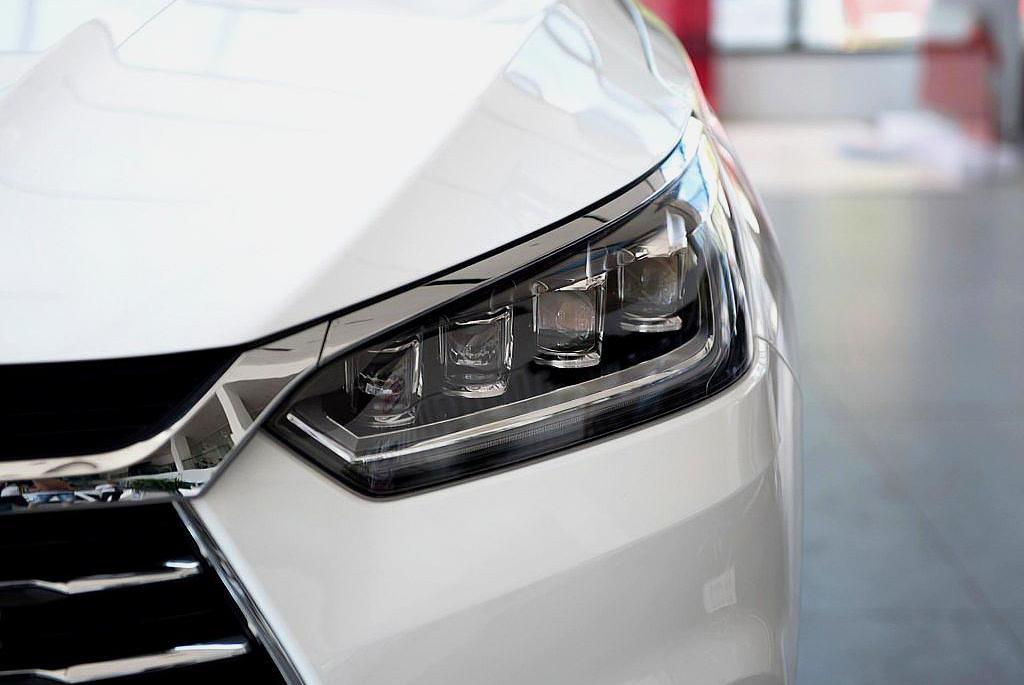 比亚迪SUV中,性价比最高的车型,改款外观霸气,内饰大屏中控