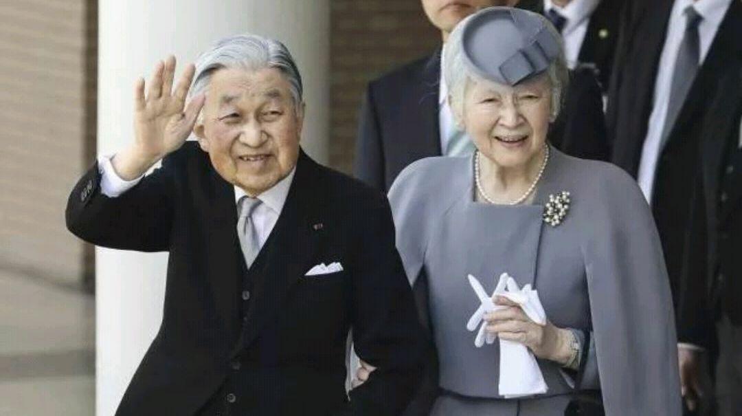 """日本天皇为何早退?""""天皇制""""有必要存在吗?"""