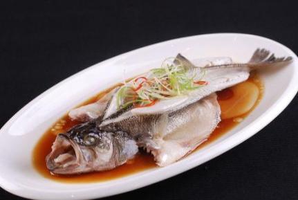 怎样蒸鱼才会没有腥味?教你小技巧,从此鱼肉鲜嫩不再有腥味