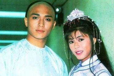 她是TVB最受争议的女星,出道就演绝色,她的经典无人能够超越