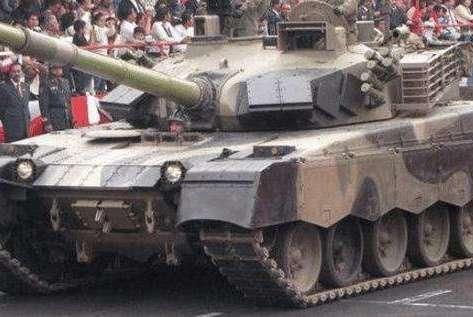 承诺购买中国120辆坦克,阅兵一结束竟要求退货,这笔买卖太气人