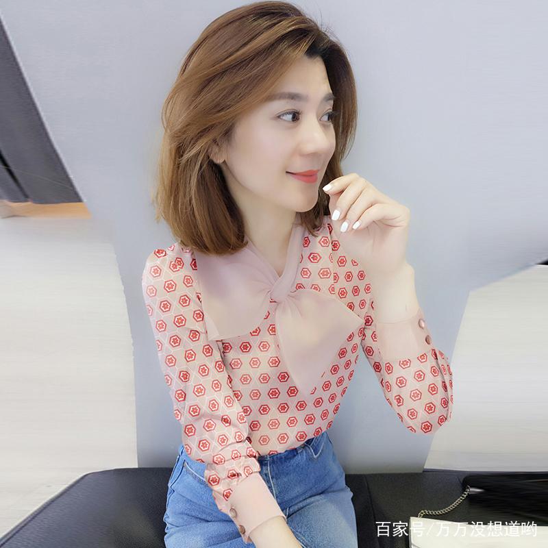 女人小衫_每个女人春天必有一件超美的小衫,洋气百搭,让你轻松