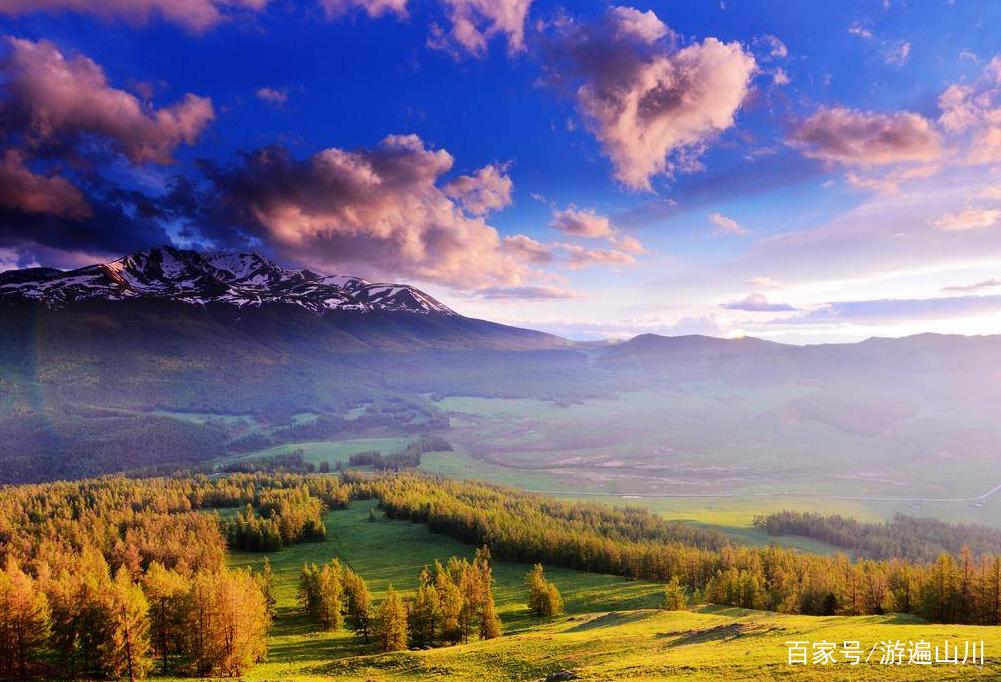 喀纳斯风景区,位于新疆阿尔泰山中段,是国家5a级风景区
