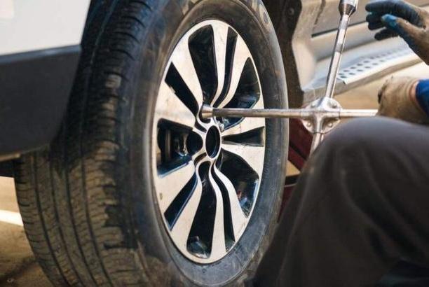 汽车轮胎一般多少公里更换?别听4s店忽悠你,主要看这两点