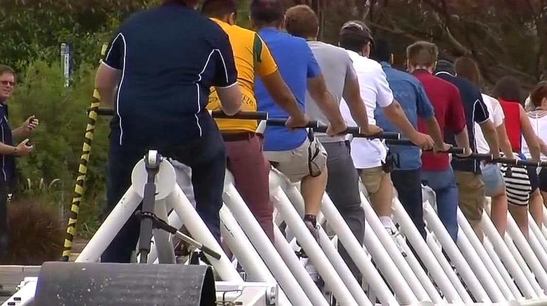 世界最长的自行车,长30米,网友:这车能拐弯?